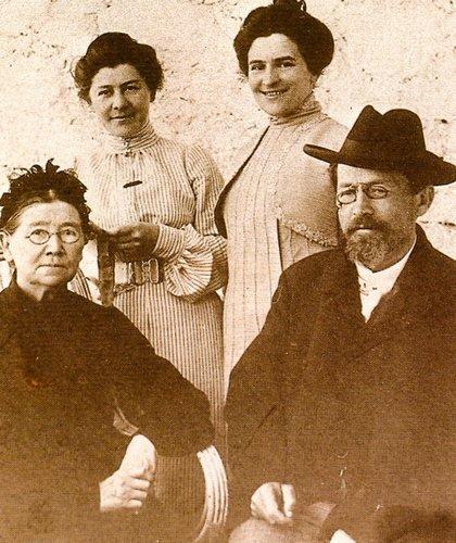 Антон Павлович Чехов с семьей