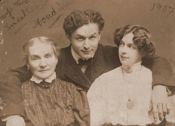 Гарри Гудини с матерью и женой
