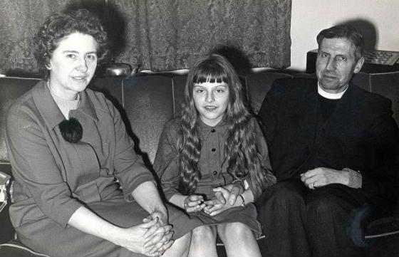 Тереза Мэй с родителями