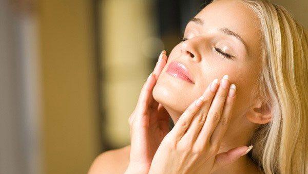 Почему шелушится кожа лица