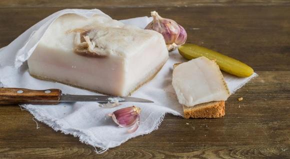 Свиное сало и чеснок