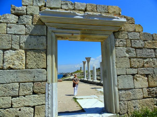 Вход в базилику, Херсонес Таврический