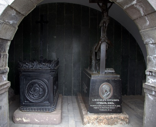 Могила Грибоедова и его вдовы