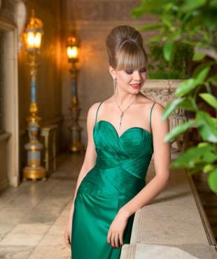 Актриса Алла Михеева и ее амплуа. Алла Михеева в зеленом платье