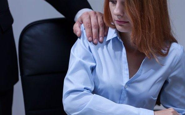 кадры сексуального домогательства