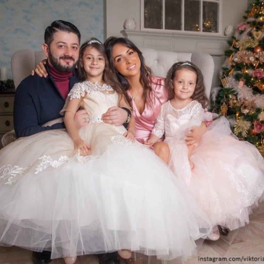 Жена и дети михаила галустяна фото